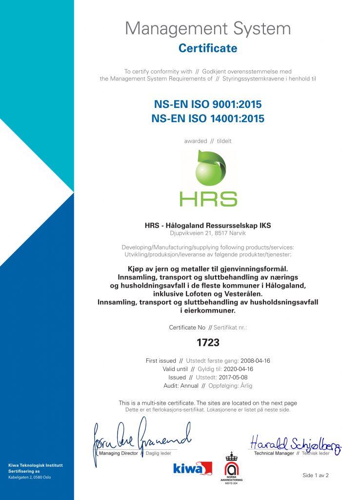Viser sertifikat for ISO-sertifisering